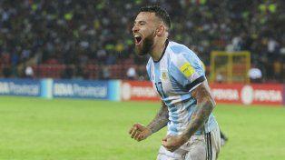 Otamendi festeja el empate bajo la lluvia de Mérida.