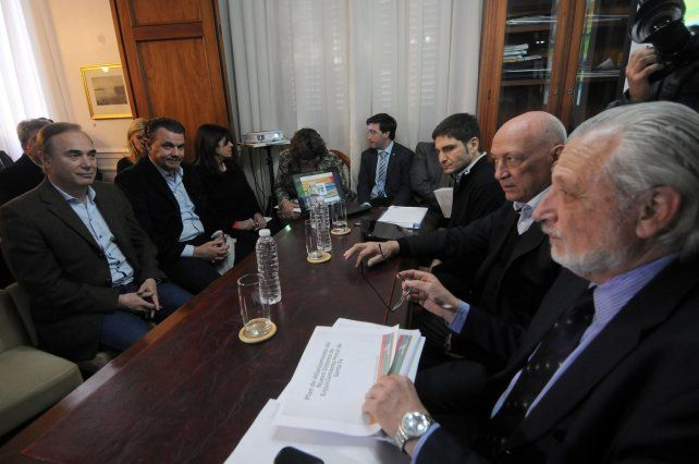 Frente a frente. Los diputados provinciales se reunieron ayer durante más de tres horas con los ministros de Seguridad y Justicia de Miguel Lifschitz.