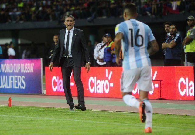 A los gritos. Bauza estuvo muy activo durante todo el partido y a la hora de las palabras rescató la rebeldía en el segundo tiempo.