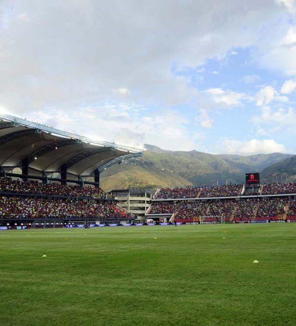 Panorámica. El estadio Metropolitano está enclavado entre las montañas.