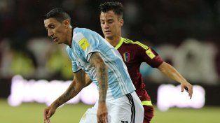 Incisivo. Fideo fue de lo mejor de la selección y preocupó por la banda izquierda. Tuvo remates de gol.