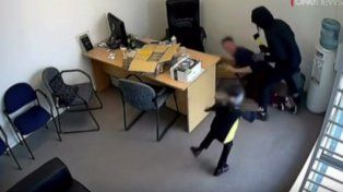 Una niña se enfrentó con un ladrón armado con un hacha