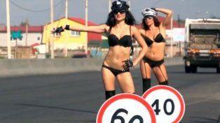 Las asistentes viales hot en una ruta rusa