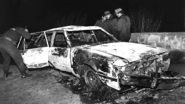 violencia. Uno de los autos de la custodia quedó reducido a cenizas.
