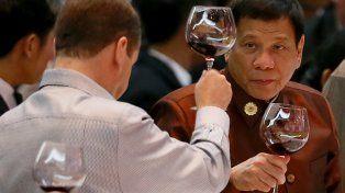 brindis. El presidente filipino brinda con sus pares de la Asean.