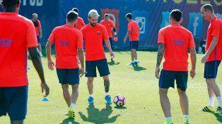 Leo a la catalana. El rosarino entrenó con el resto del plantel de Barcelona.
