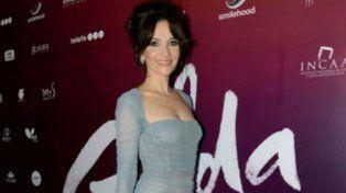 Natalia Oreiro, a pura elegancia, con un ajustado vestido italiano en el avant premier de Gilda
