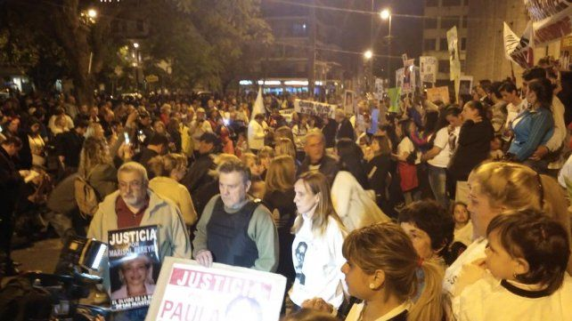 Los padres de Paula Perassi también participaron de esta nueva manifestación.
