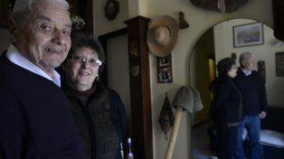El maestro César El Negro Oxley (82) junto a su compañera Mabel Sgolacchia