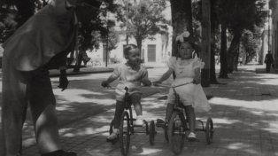 Triciclos. Foto tomada por un marinero del Graf Spee en Reyes de 1946.