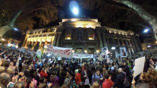 La marcha para reclamar seguridad y justicia se hizo sentir en la plaza San Martín.
