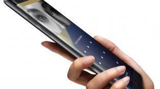 Autoridades de aviación advierten sobre el uso de teléfonos Samsung en vuelo