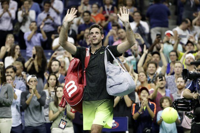 De pie. Delpo recibió una ovación inaudita para lo que habitualmente se ve en una cancha de tenis.