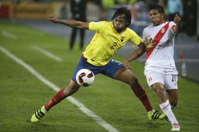 Regresó de Ecuador. El defensor Arturo Mina jugó los 180 por eliminatorias y está ok.