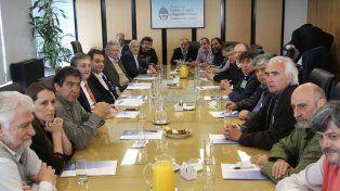 Los máximos referentes de la Central de Trabajadores Argentinos (CTA) durante el encutro con el ministro Triaca.