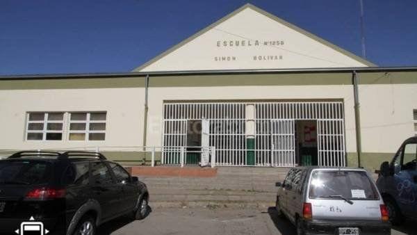 La escuela Simón Bolívar donde ayer fue asaltada la docente.