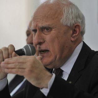 Ofuscado. El gobernador dio una dura conferencia ayer y renovó sus críticas a la ministra de Seguridad nacional.