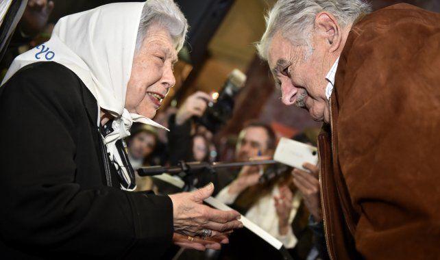 Con las madres. En el homenaje realizado ayer se destacó la activa defensa del ex mandatario respecto de los derechos humanos.