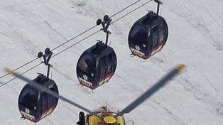Susto. Unos 30 viajeros quedaron colgados de los cables a 3.800 metros.