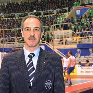 Nivel. El entrenador Vicente de Luise.