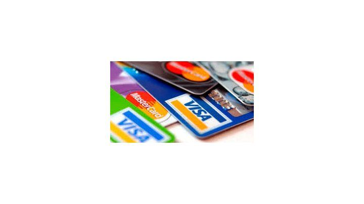 Los empresarios rosarinos elevaron un pedido para modificar la comisión que cobran las tarjetas de crédito.