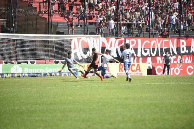 Newells derrotó a Tigre y se convirtió en uno de los líderes del campeonato con puntaje ideal