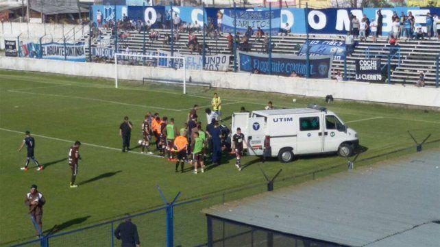 El uruguayo Mozzo asustó a todos al desvanecerse tras un choque de cabezas