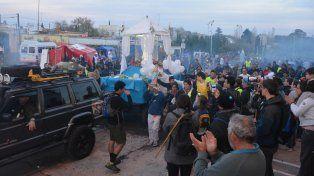 Tras un largo caminar. Los peregrinos llegaron a San Nicolás acompañando la imagen de la Virgen