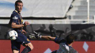 Casi. Ruben llegó mano a mano pero Aguerre le ahogó el grito de gol al capitán canalla.