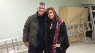 Cristina fue espectadora de lujo de la obra de Dady Brieva en un teatro de El Calafate