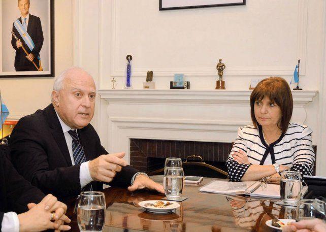 El gobernador y la ministra Bullrich antes de acordar una política conjunta en seguridad para Santa Fe. (Foto de archivo)