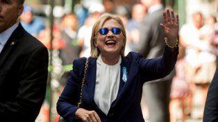 Estoy bien. Clinton se mostró recuperada el domingo