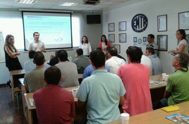 A estudiar. La empresa tiene una sala de capacitación en la que hoy sus empleados comenzarán a asistir a clases.