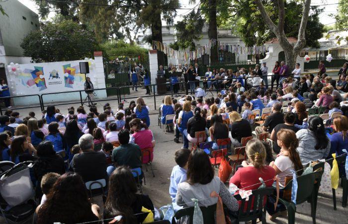 El Jardín 27 de Sarmiento al 4400. El miércoles pasado se cortó la calle para festejar el reconocimiento a su labor.