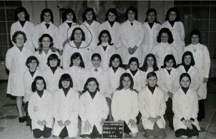 Graciela Lo Tufo con sus alumnas de 7º grado de la Asunción. Todos la recuerdan por su alegría y optimismo.