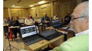 """Las aulas de la sede de Corrientes 2001 ofrecen aprender sobre nuevas tecnologías y una capacitación """"entre pares""""."""