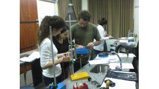 El profesorado se enfoca en la física integrada a las demás ciencias naturales.