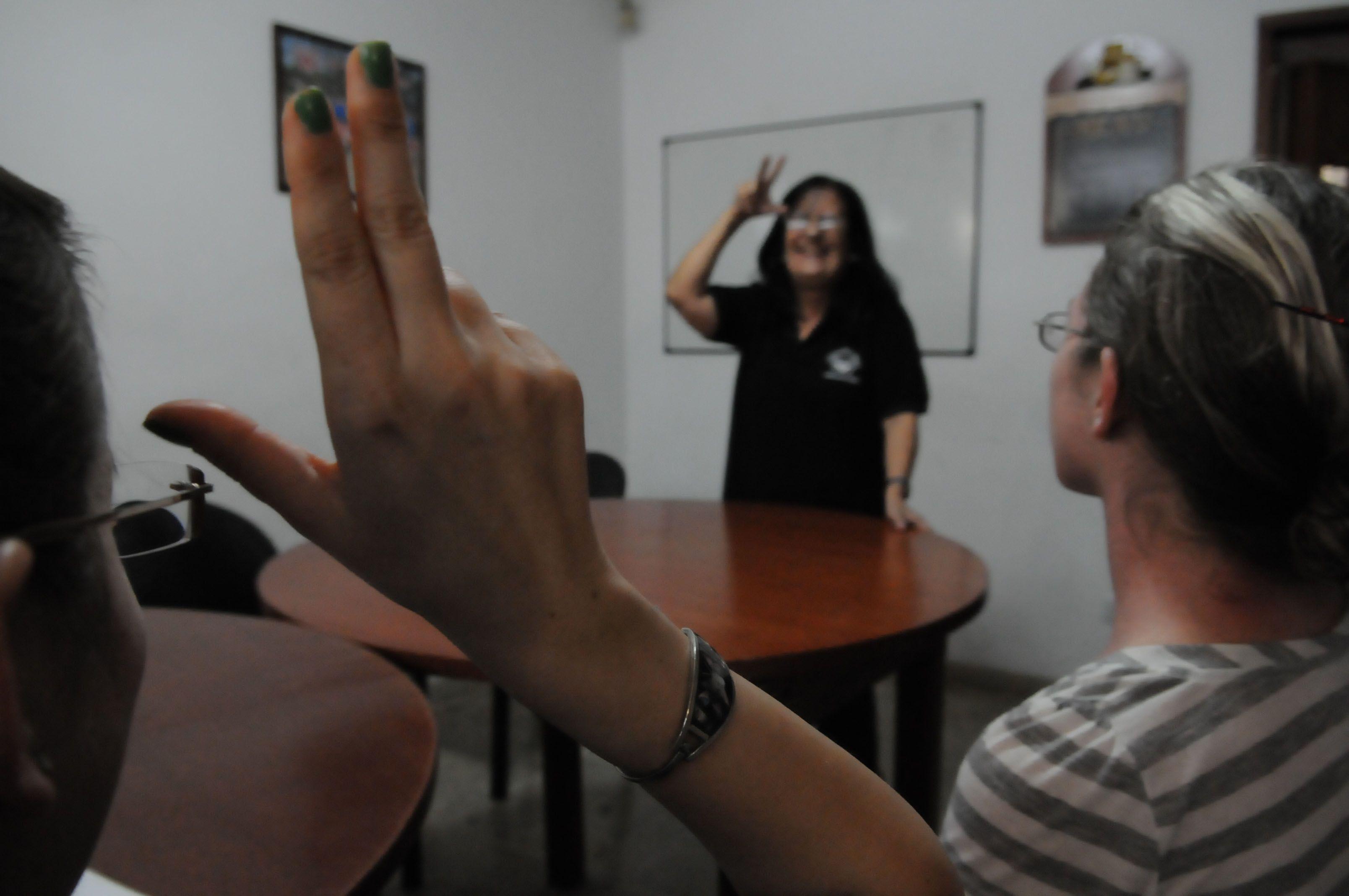 Comunicación con el discapacitado auditivo. (Néstor Juncos / La Capital)