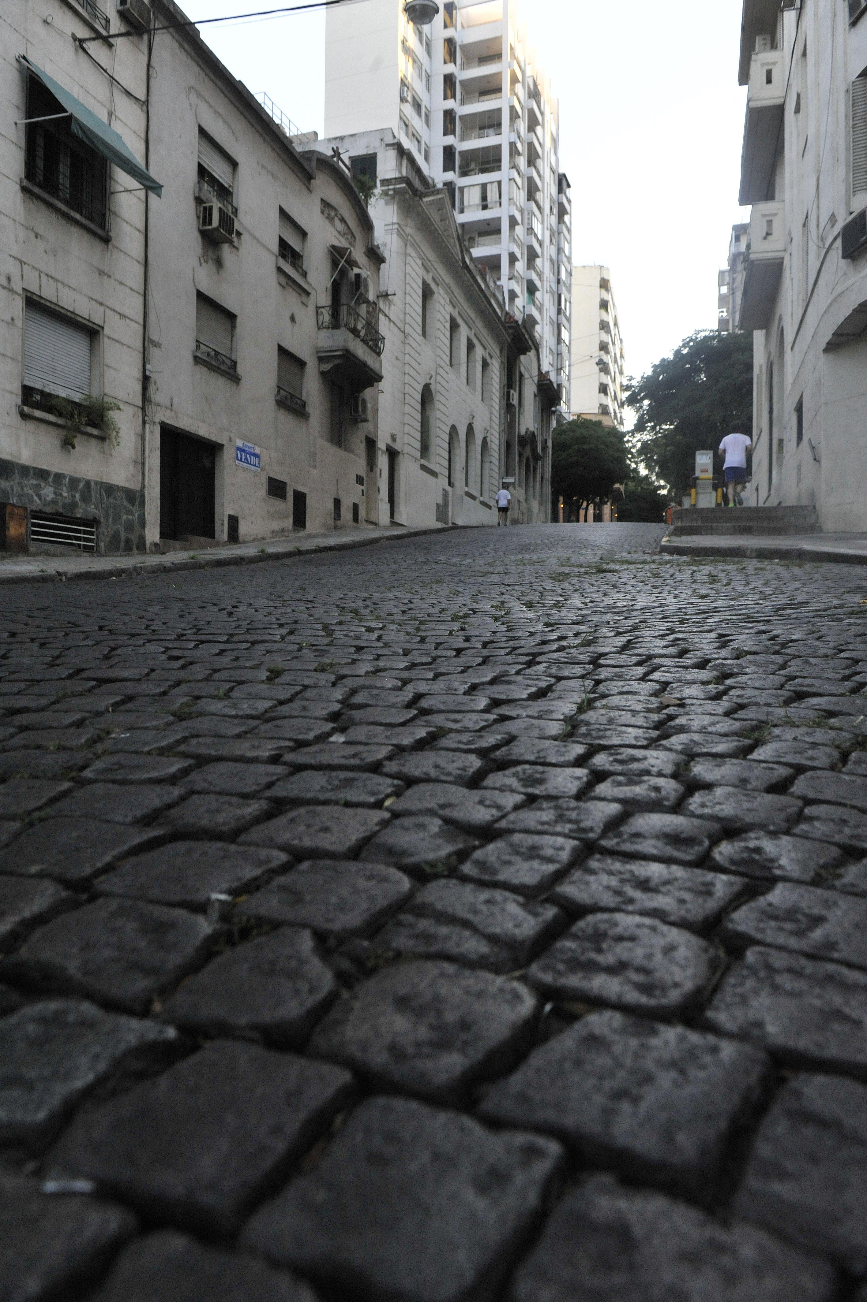 Bicicletean por Pellegrini hasta el Parque Independencia y regresan por el mismo camino. (Leonardo Vincenti)