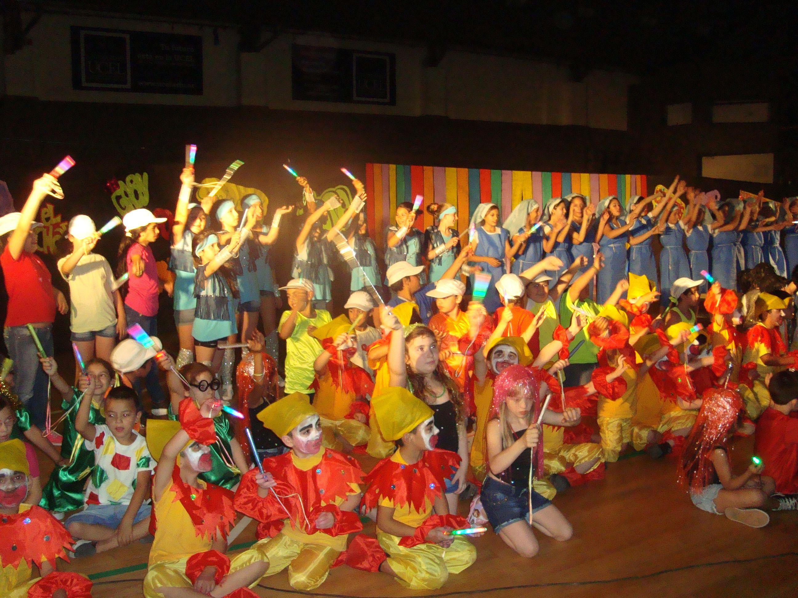 Más de 100 chicos estuvieron en escena en el Club Sportivo América.