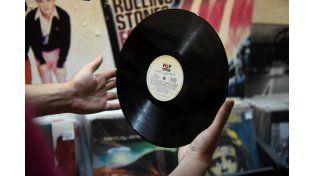 Tener un vinilo en la mano no es lo mismo que tener un CD o un reproductor de mp3. Claramente