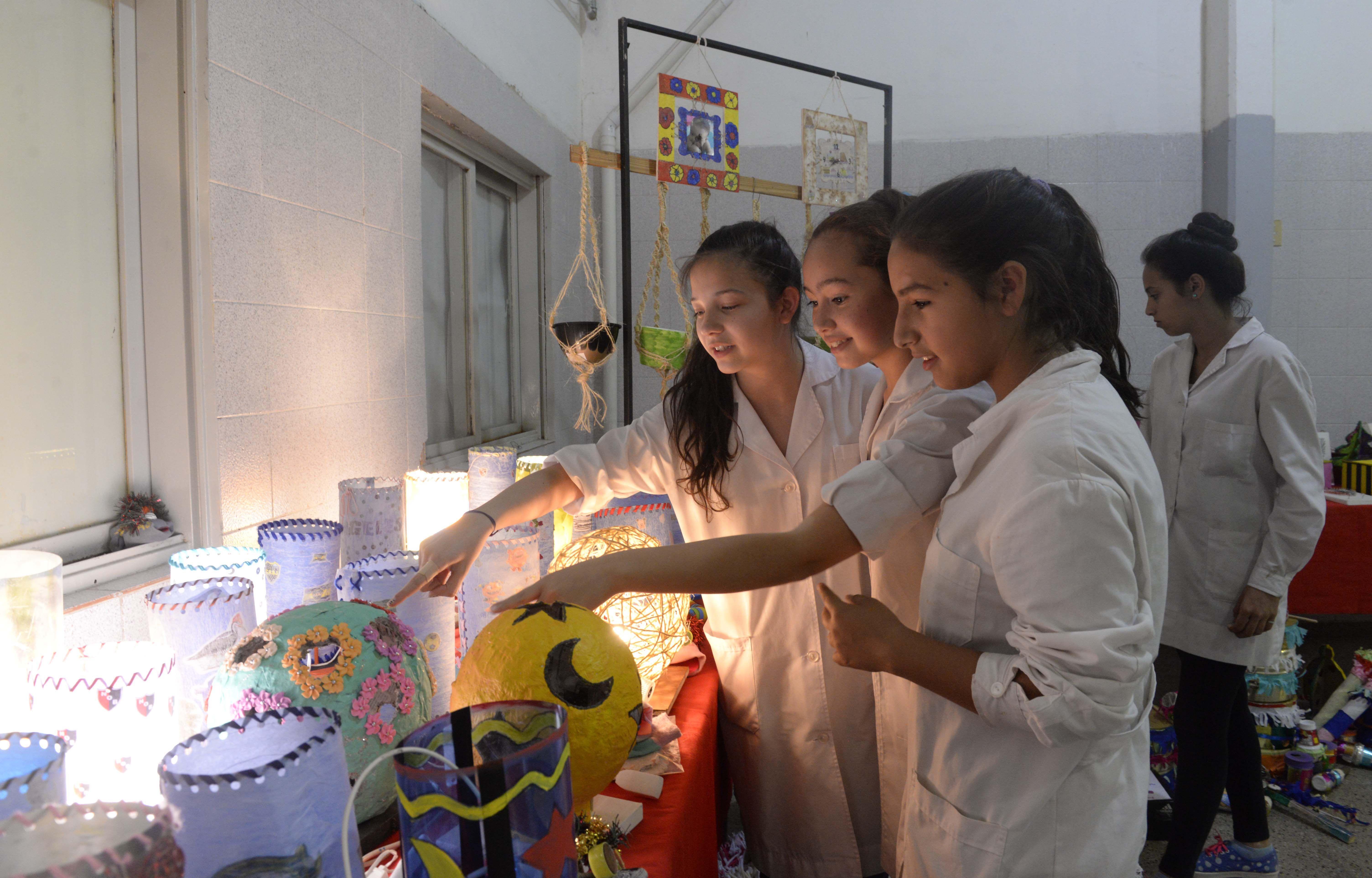 Chicos y chicas compartieron durante dos jornadas las producciones tecnológicas y artísticas. (Silvina Salinas / La Capital)