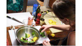La elección de los alimentos es fundamental para bajar de peso y sostenerlo. Recomendaciones profesionales a poco de la llegada del verano.