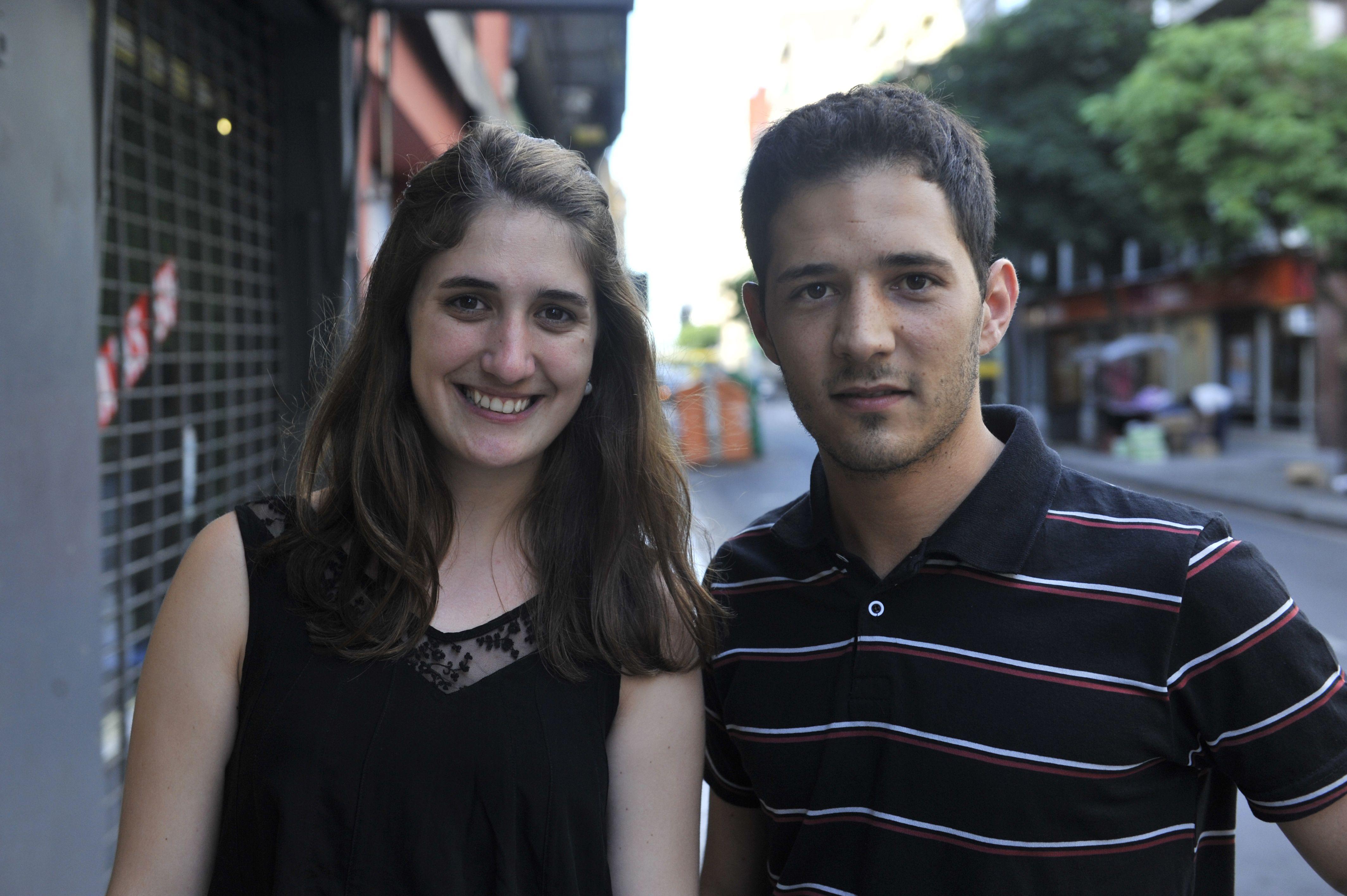 Los jóvenes ingenieros que serán reconocidos: Ariana Mengarelli (Ucel) y Agustín Poeta (UNR). (Virginia Benedetto / La Capital)