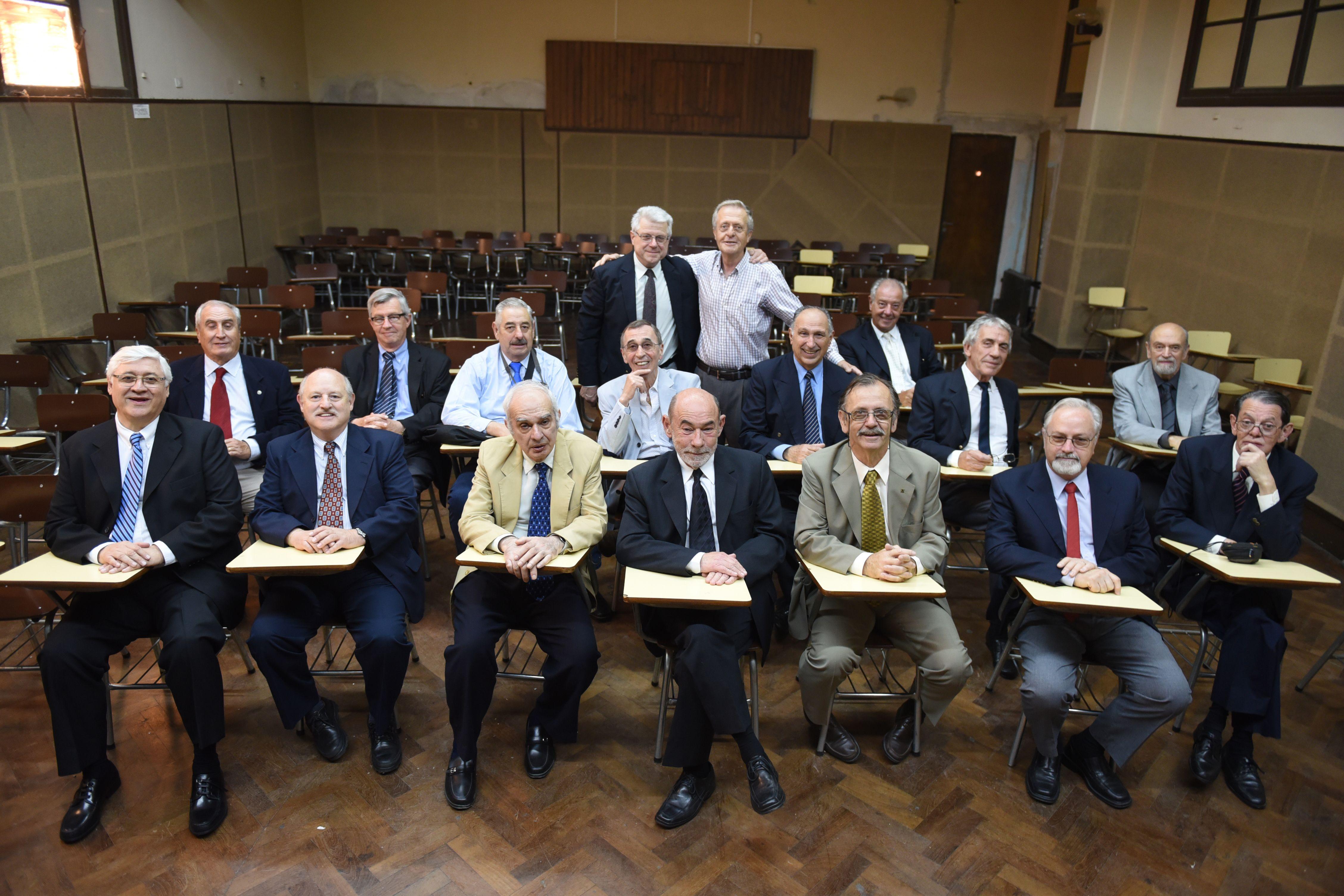 Hoy. El sábado pasado un buen número de egresados de 1965 se volvieron a sentar en las aulas de su querido secundario. (Celina Mutti Lovera / La Capital)