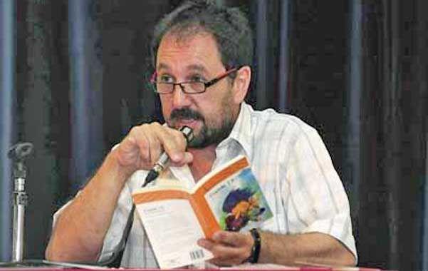 Mariño visitó varias escuelas de Rosario y conversó con las alumnas de la maestría en literatura para niños de la UNR.