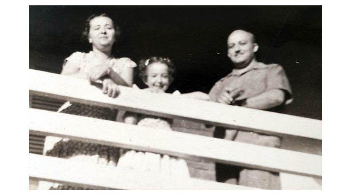 En familia. Juan Ingallinella junto a su esposa Rosa Trumper y su hija