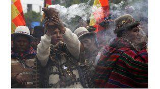 Tan trascendente es la Pachamama que está presente en casi todas las ceremonias sagradas: desde el nacimiento de un niño hasta las despedidas de los difuntos.