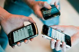 Descuidar relaciones y actividades importantes por usar el celular
