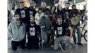 Juntos y a la par.  Los músicos y el equipo de Canción de la Ciudad. (Foto: gentileza Canción de la Ciudad)